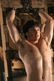 http://img215.imagevenue.com/loc105/th_12442_Tom_Welling_06_123_105lo.jpg