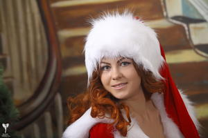 http://img215.imagevenue.com/loc127/th_531230181_silver_angels_Sandrinya_I_Christmas_1_041_123_127lo.jpg