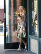 Холли Мэдисон, фото 1942. Holly Madison Starbucks in LA Market FEB-1-2012, foto 1942
