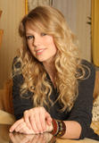 http://img215.imagevenue.com/loc345/th_28032_Taylor_Swift_Studio_5_NBS_122_345lo.jpg