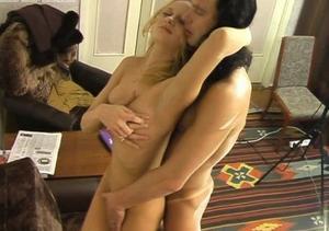 Девушку в бикини трахают