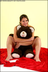 http://img215.imagevenue.com/loc384/th_573052676_Esmeralda_spec_bear_004_123_384lo.jpg