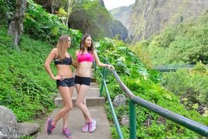 http://img215.imagevenue.com/loc423/th_558320539_Mary_and_Aubrey_Hawaii_II_Hiking_Lao_Valley_20_123_423lo.jpg