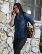 http://img215.imagevenue.com/loc447/th_056324229_Mandy_Moore_out_in_Beverly_Hills7_122_447lo.jpg