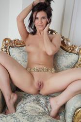 http://img215.imagevenue.com/loc452/th_977022880_ZM036_123_452lo.jpg
