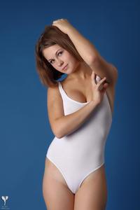 http://img215.imagevenue.com/loc58/th_365218235_tduid300163_silver_angels_Sandrinya_I_whiteswimwear_1_101_122_58lo.jpg