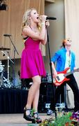 http://img215.imagevenue.com/loc846/th_87490_Emily_Osment_2010___Taste_of_Chicago_concert_260610_001_123_846lo.jpg