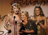 Taylor Swift - Страница 3 Th_86671_007_122_931lo